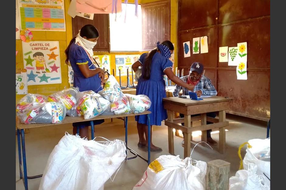 Entrega de alimentos en Camotán. (Foto DIDEDUC)