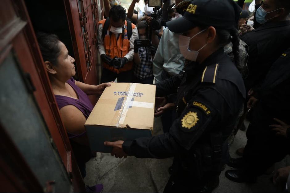 Una de las primeras beneficiadas de los kits. (Foto Wilder López / Soy502)