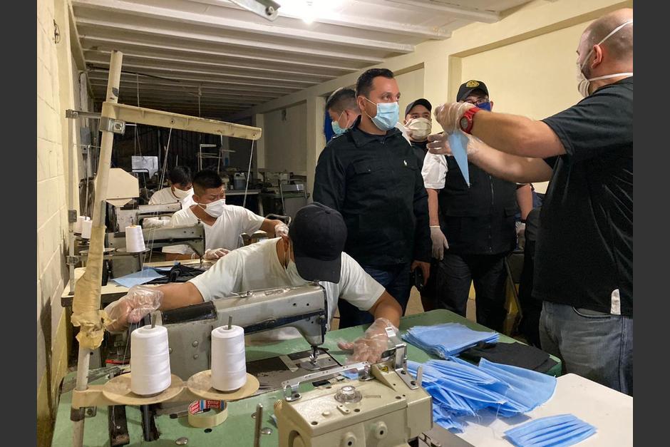 Según el primer viceministro de seguridad los reos incluso se han desvelado elaborándolas. (Foto MinGob)