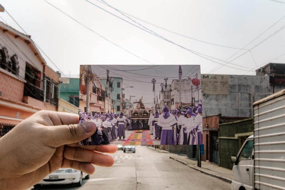 Los devotos cucuruchos hicieron una sesión de fotos con imágenes del recorrido del año pasado. (Foto: Kevin Rustrián-Víctor González y Wilder Méndez)