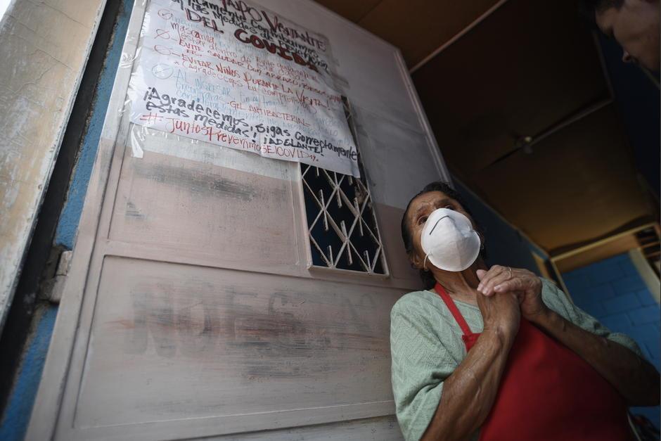 Doña Magdalena Hernández vive sola en una casa de la zona 12. Ella es una de las personas afectadas por las consecuencias económicas de la pandemia de Covid-19. (Foto: Wilder López/Soy502)