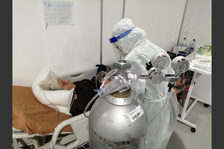 Las personas de la tercera edad se localizan en el área de intensivo. (Foto: PDH)