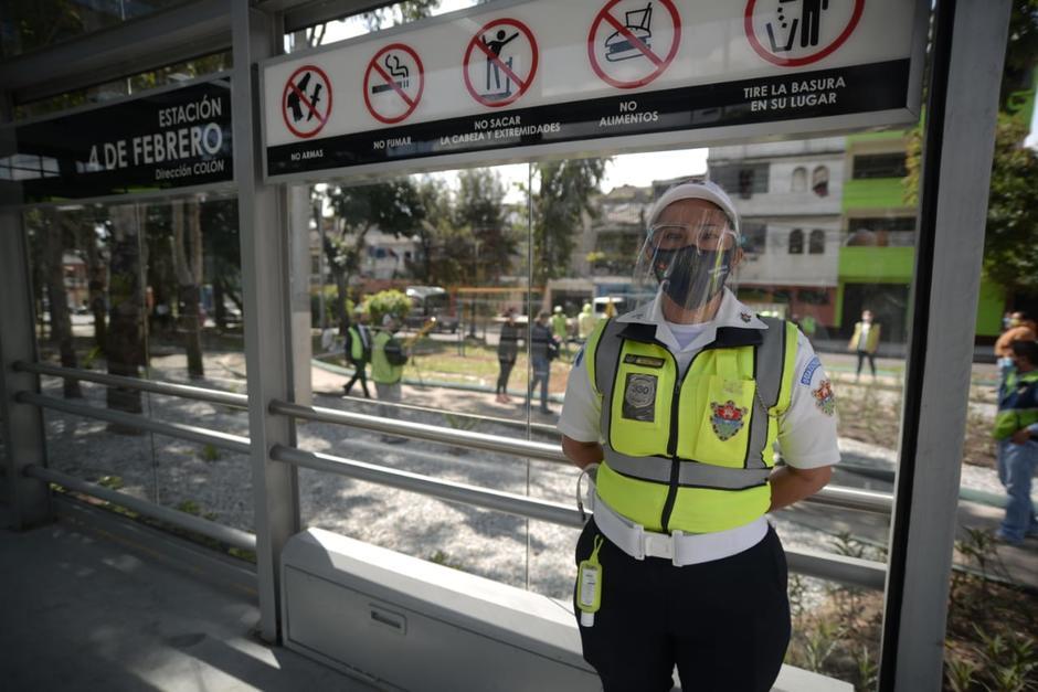 Los agentes municipales cuentan con la protección personal adecuada. (Foto: Wilder López/Soy502)