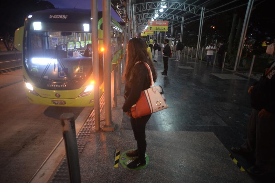 El Transmetro reabrió la ruta que conduce a las personas del Trébol hacia el Centro Histórico. (Foto: Wilder López/Soy502)