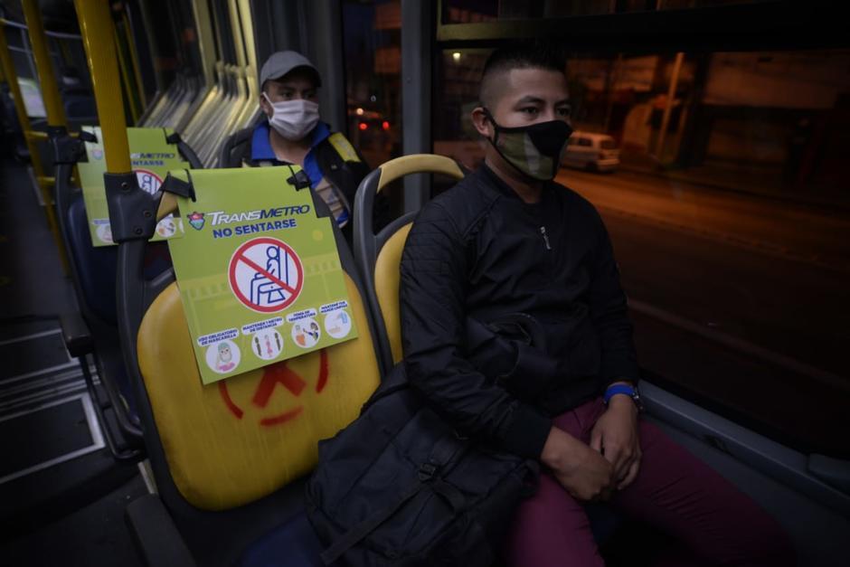 Solo pueden ingresar 40 personas por cada bus articulado en esta ruta. (Foto: Wilder López/Soy502)