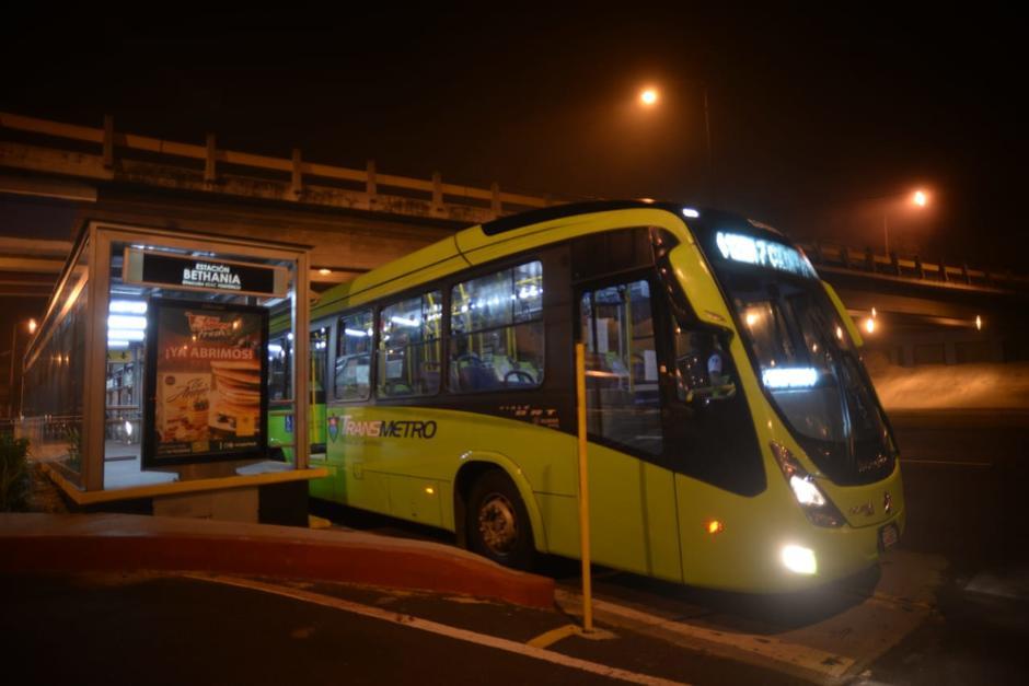 A partir de las cinco de la mañana partió los primeros buses articulados. (Foto: Wilder López/Soy502)