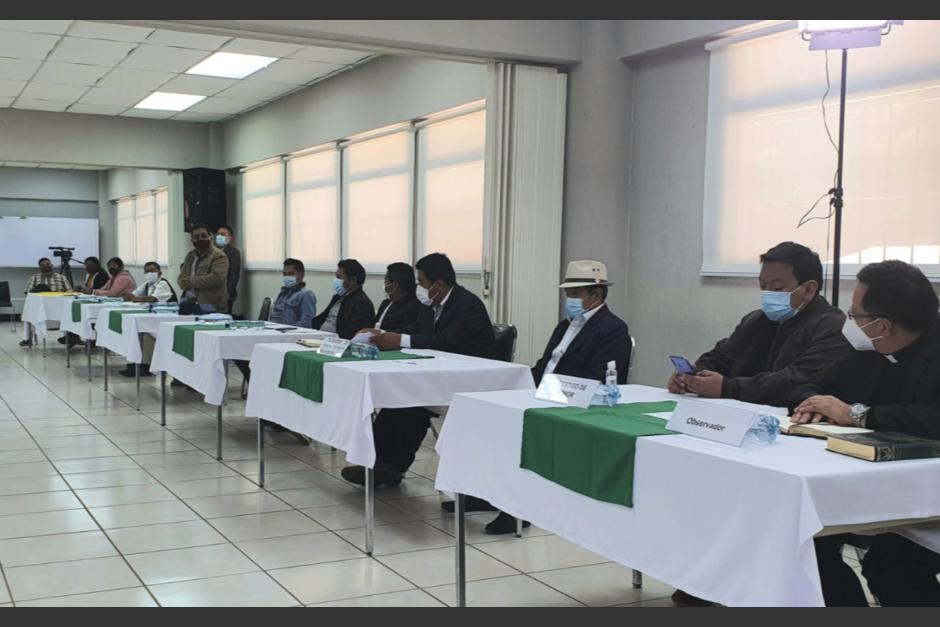Autoridades de los municipios de Santa Catarina Ixtahuacán y Nahulá, ambos de Sololá, firmaron un acuerdo para iniciar un diálogo. (Foto: Vicepresidencia)