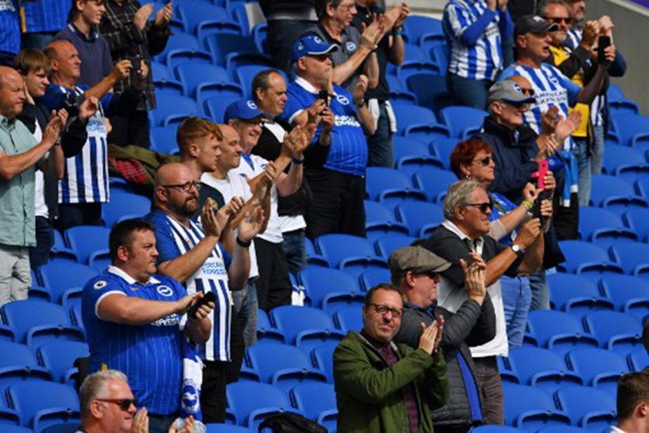 La afición presenció un amistoso entre Brighton y Chelsea (Fotografía: AFP)