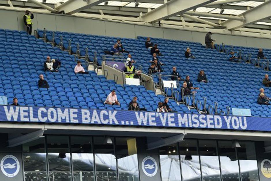 Bienvenidos, les hemos echado de menos, se leía en el estadio (Fotografía: AFP)