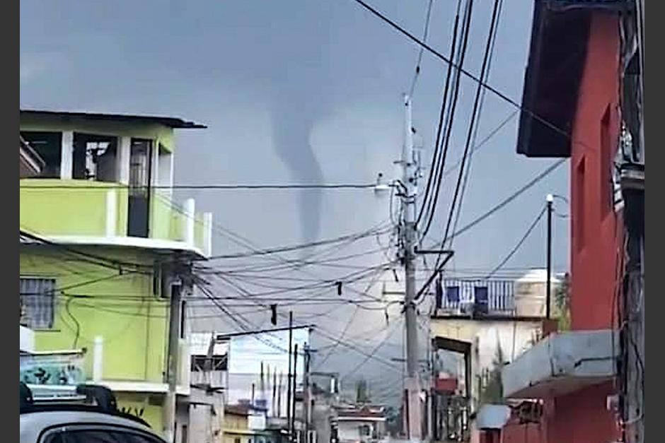 Vecinos de Chimaltenango reportaron la formación de un torbellino. (Foto: SacatepéquezStarNews)