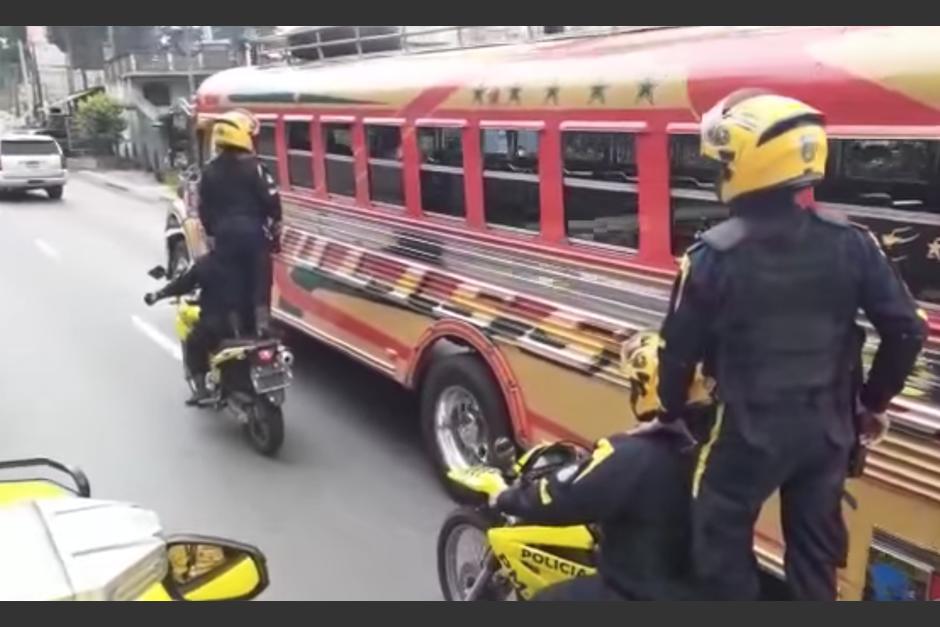 La nueva modalidad de la policía municipal en Santa Catarina Pinula. (Foto: Youtube)