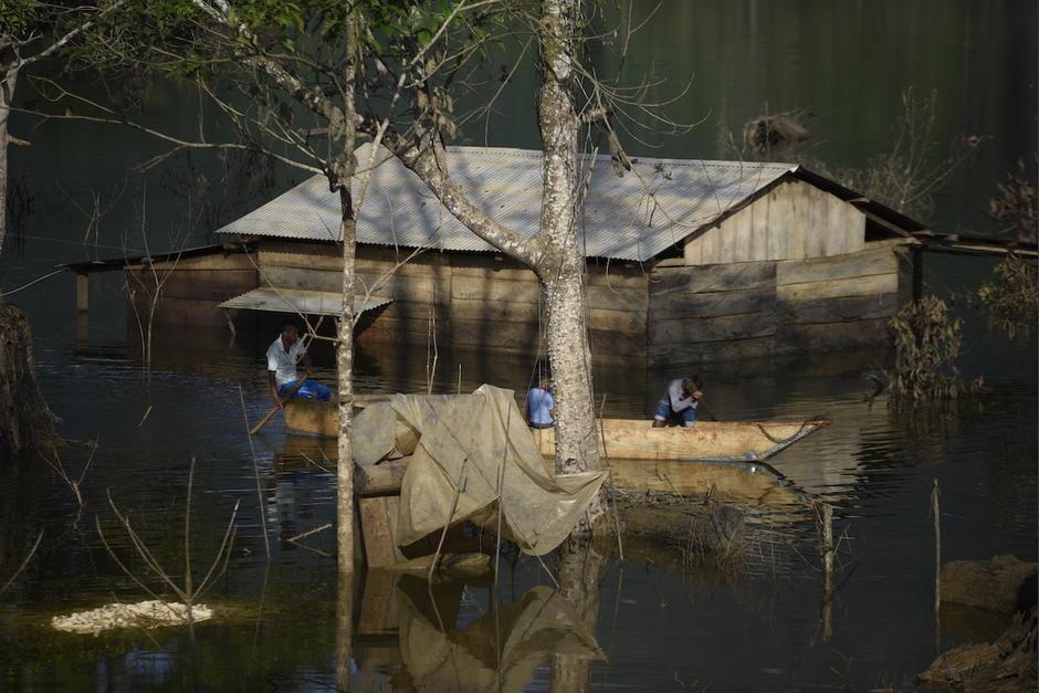 El caserío Valle Verde, de la microrregión Lomas del Norte, en Chisec, Alta Verapaz, aún sigue bajo el agua. (Foto: Wilder López/Soy502)