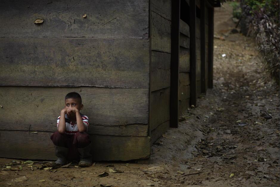 Desolación y desesperanza viven los residentes del paraje Cuevas del Cerro, una comunidad que sigue incomunicada por las inundaciones de Eta y Iota. (Foto: Wilder López/Soy502)