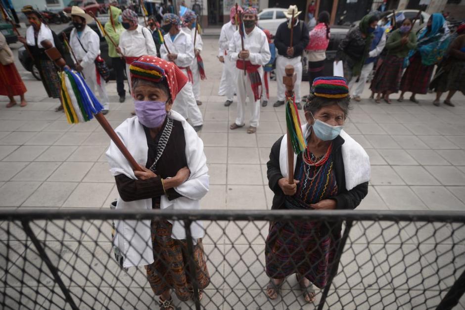 Representantes de diversas organizaciones sociales participan tratando de respetar las normas de bioseguridad ante la pandemia del Covid-19. (Foto: Wilder López/Soy502)