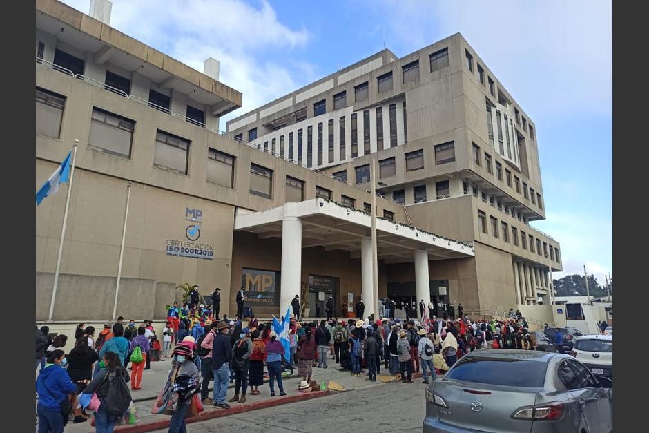 La jornada de protestas del #10D comenzó frente a la sede del MP. (Foto: Wilder López/Soy502)