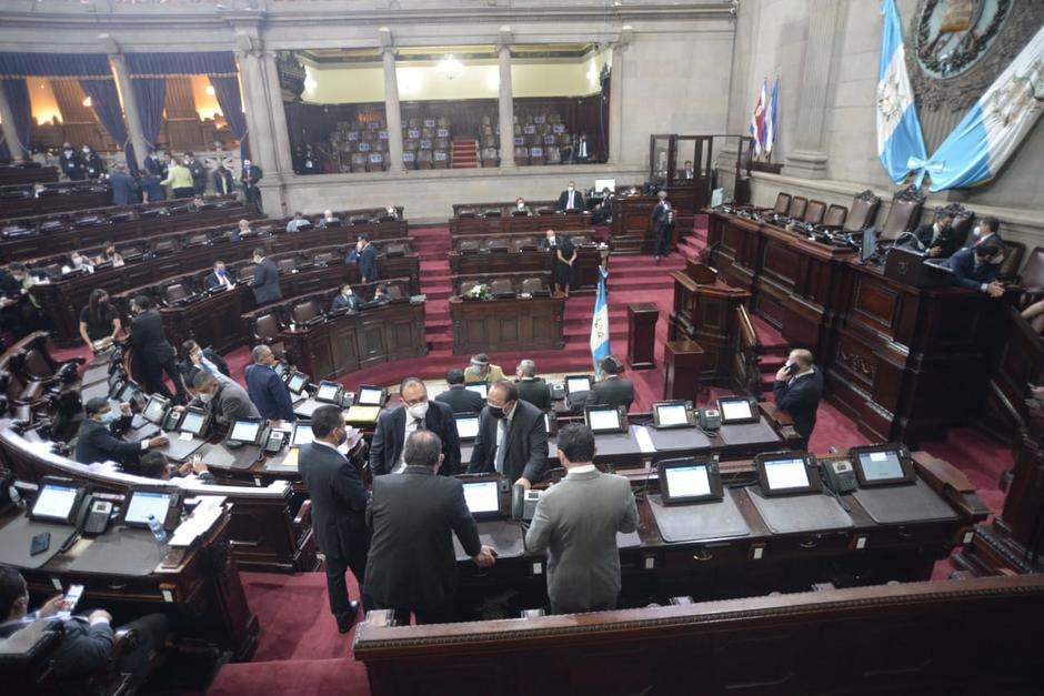 La sesión del Congreso se prolongó hasta horas de la noche. (Foto: Wilder López/Soy502)