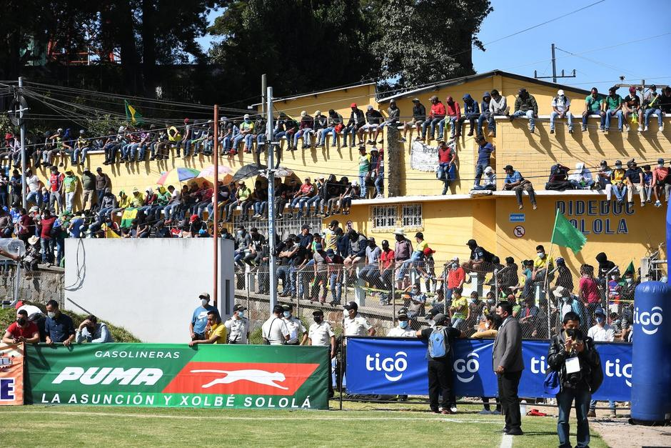 Una gran cantidad de aficionados asistió al estadio para presenciar la final entre Sololá y Aurora del Torneo Apertura 2020. (Foto: Sergio Muñoz/Nuestro Diario)