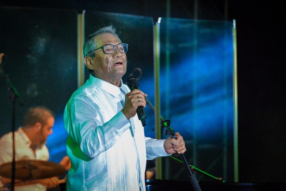El cantante y compositor mexicano Armando Manzanero durante un show en La Habana, el 15 de julio de 2018. (Foto: AFP)