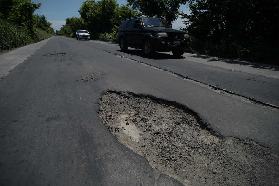 La carretera desde Escuintla a Puerto Quetzal está muy dañada y sólo existe un proyecto de Alianza Público Privada para repararla. (Foto: Archivo/Soy502)