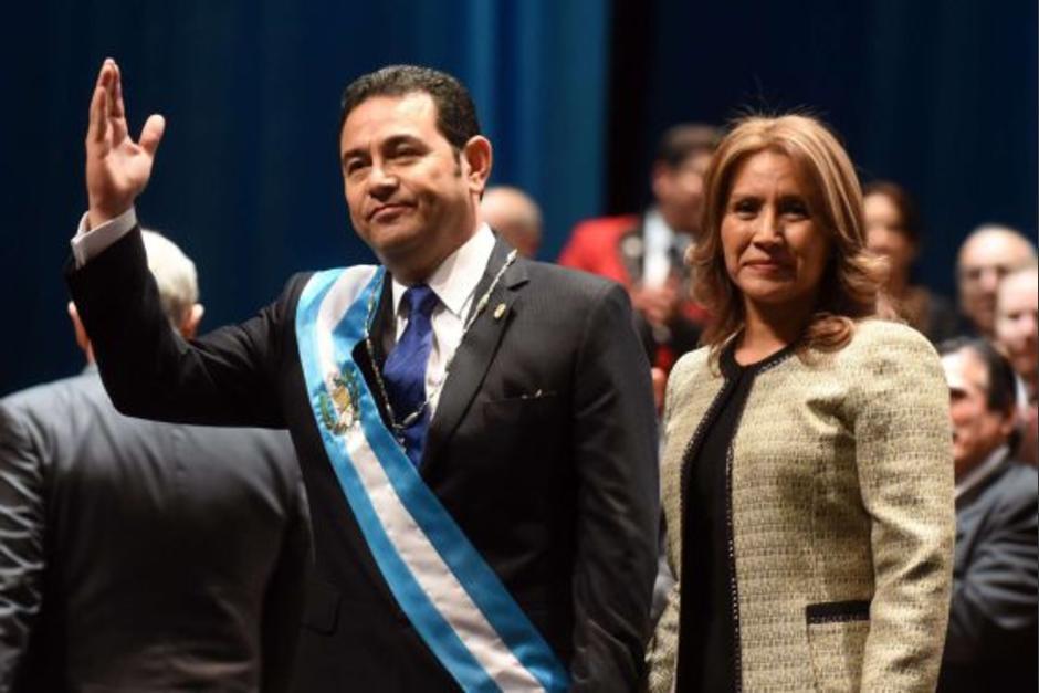 El presidente Jimmy Morales asumió el cargo el 14 de enero de 2016 acompañado de su esposa Patricia de Morales. (Foto: AFP)