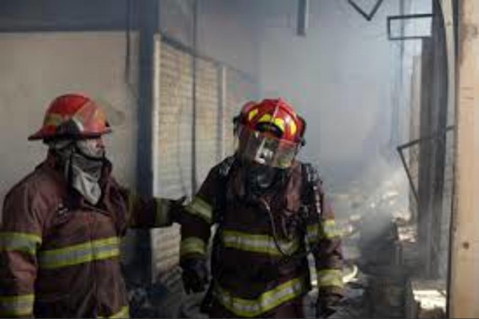El incendio se produjo en un edificio de apartamentos en la zona 16. (Foto: Ilustrativa)