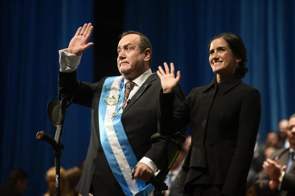 Alejandro Giammattei fue juramentado como nuevo Presidente de la República de Guatemala, acompañado de su hija Ana Marcela. (Foto: Wilder López/Soy502)
