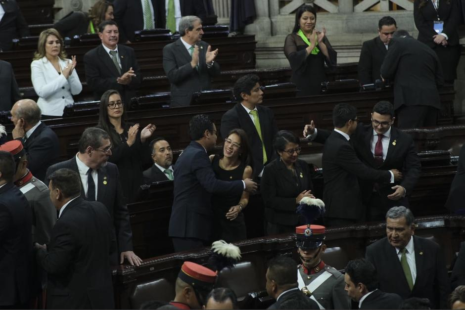 La diputada Hernández Mack evitó voltear a ver al presidente Jimmy Morales. (Foto: Luis Sajché/Soy502)