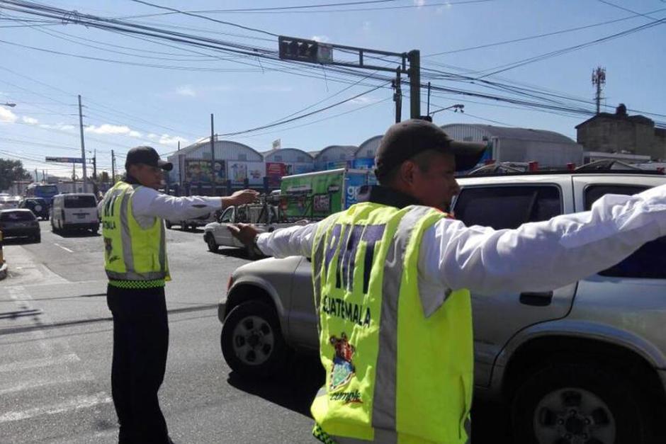 El agente pidió al conductor que detuviera la marcha y este omitió la señal e intentó atropellarlo. (Foto: Archivo/Soy502)