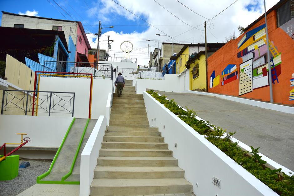 La Plaza Kennedy busca recuperar áreas públicas en la zona 18. (Foto: Fredy Hernández/Soy502)