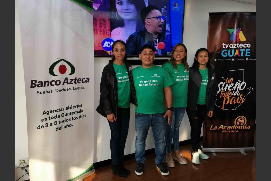 Los ganadores junto a su acompañante, fueron recibidos con aplausos en las instalaciones de TV Azteca Guate. (Foto: Fernando Pinetta)