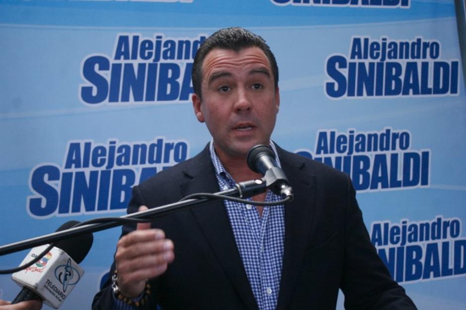 El excandidato a la presidencia y exministro de Comunicaciones, Alejandro Sinibaldi, sigue prófugo, es señalado en varios casos de corrupción. (Foto: Archivo/Soy502)