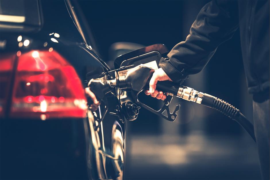 Tu carro no debe quedarse totalmente sin gasolina porque puede afectar el sistema. (Foto: Freepik)