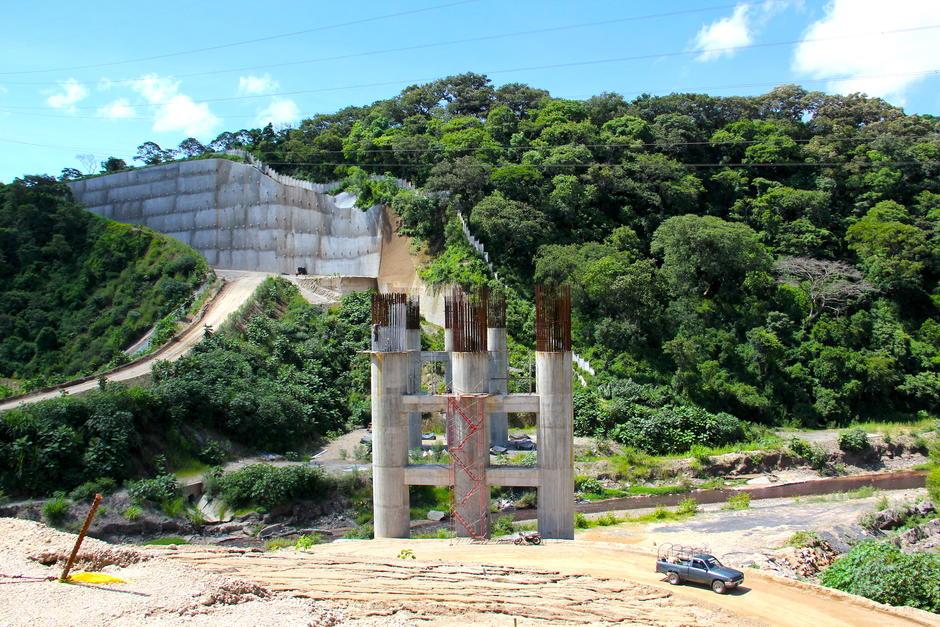 Cerca de 1,000 personas trabajan en la construcción de este proyecto vial. (Foto: Fredy Hernández/Soy502)