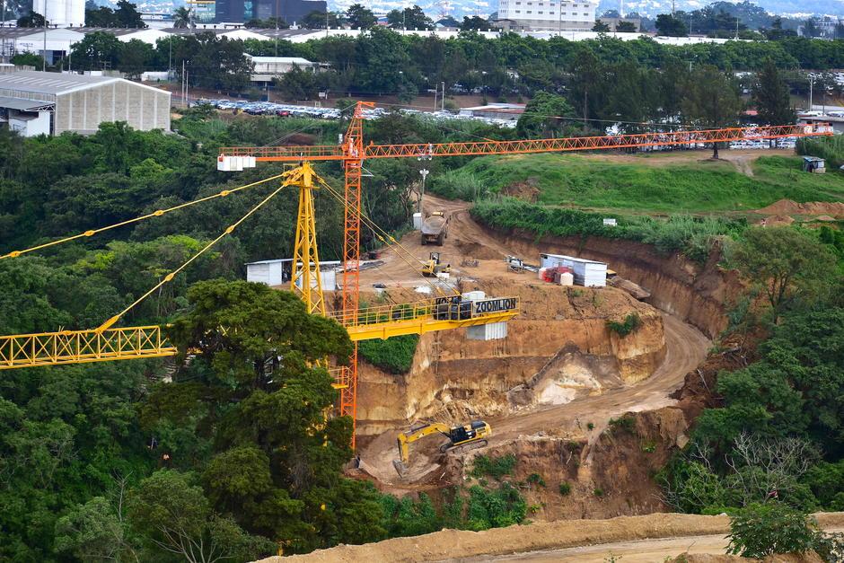 Un puente de 180 metros de longitud permitirá el acceso de la VAS hacia la zona 12. (Foto: Fredy Hernández/Soy502)