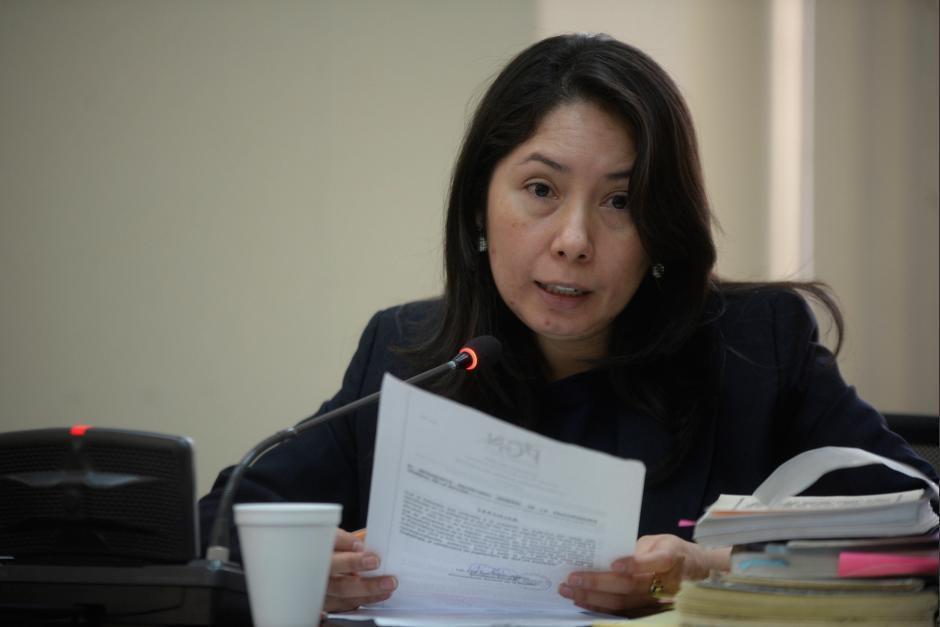 Presentan amparo para frenar antejuicio contra jueza Erika Aifán