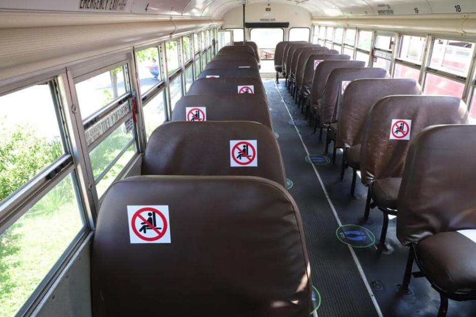 Este es el modelo de distanciamiento aplicado en un bus de transporte público en Mixco. (Foto: cortesía/Soy502)