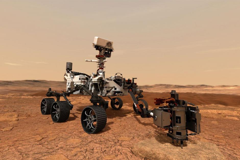 """Así luce """"Perseverance"""", el nuevo robot de la Nasa que fue lanzado hacia en Marte. En el planeta rojo habrá tres robots simultáneos recabando información. (Foto: AFP)"""