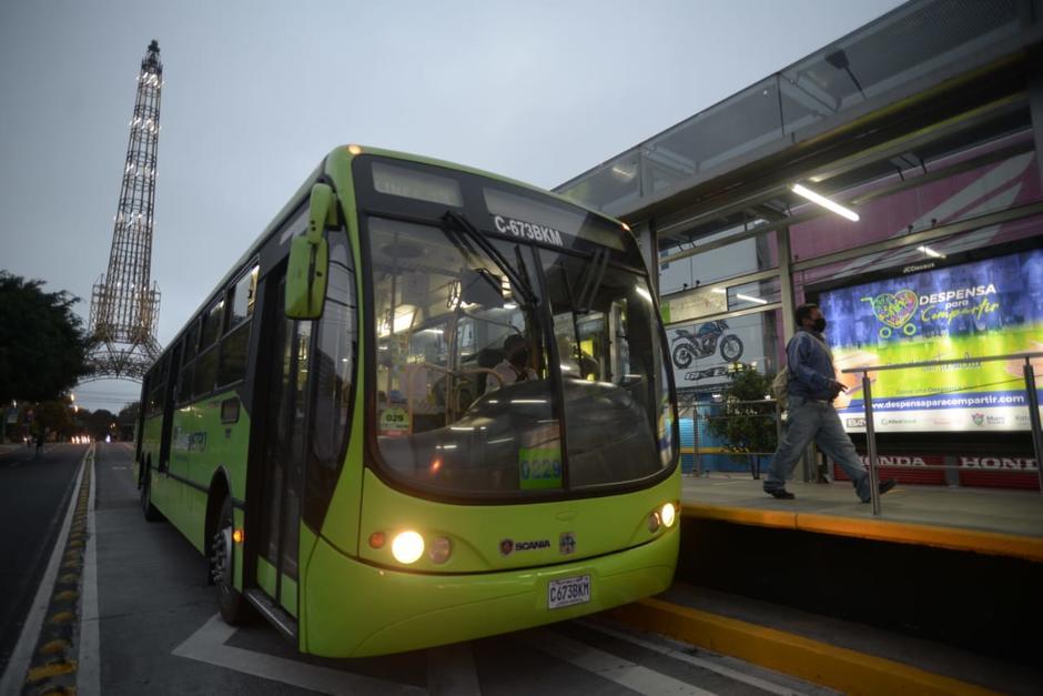 El Transmetro reinició operaciones este viernes 31 de julio tras casi cuatro meses de suspensión. (Foto: Wilder López/Soy502)