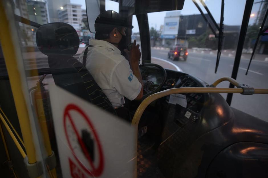 Durante las últimas semanas, los pilotos de los buses han realizado pruebas y todo el personal, según la Municipalidad de Guatemala, está capacitado para evitar el contagio de la enfermedad. (Foto: Wilder López/Soy502)