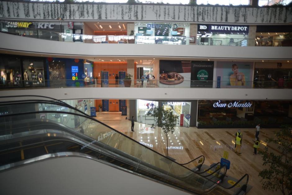 El centro comercial Miraflores abrió sus puertas este viernes a la nueva normalidad. (Foto: Wilder López/Soy502)