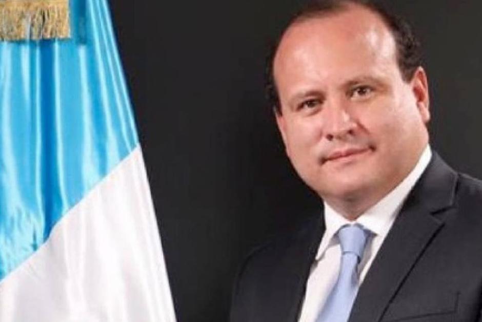 El diputado Cristian Álvarez, representante de la bancada Creo atravesó un incómodo momento en su hogar durante un en vivo. (Foto: Oficial)