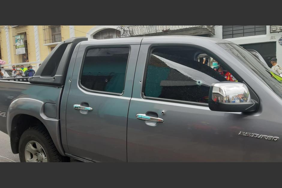 El vehículo de José Guadalupe Hernández y Hernández quedó con varias perforaciones de bala.