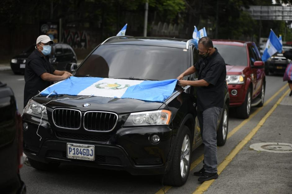Varios guatemaltecos se preparan en el Obelisco. (Foto: Wilder López/Soy502)