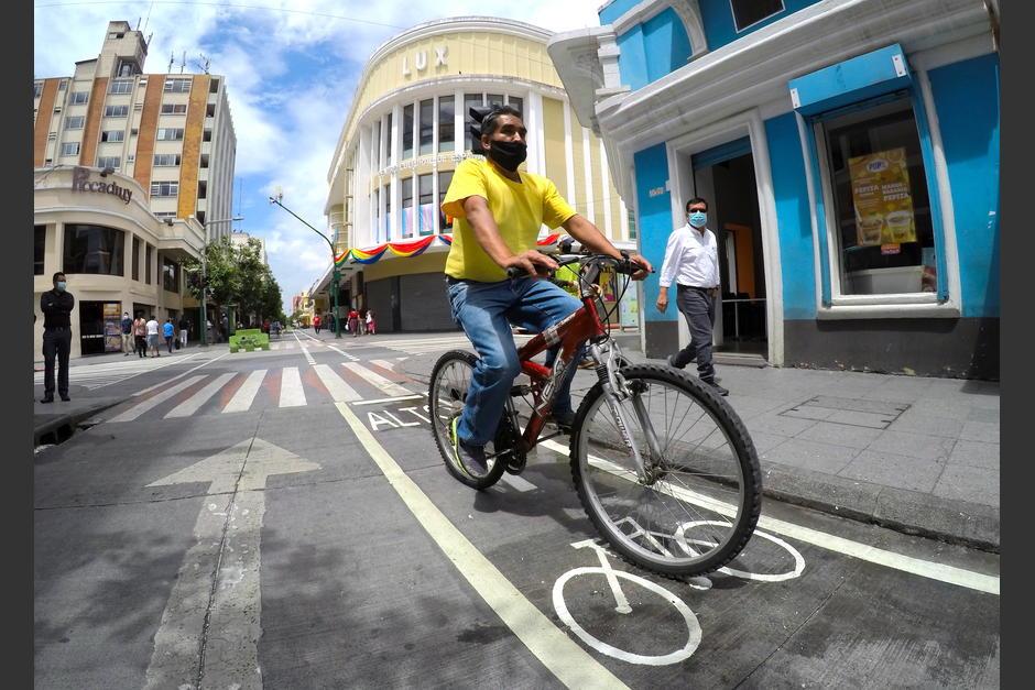 La ciclovía de la Sexta Avenida permite una mejor movilidad de los ciclistas del Centro Histórico. (Foto: Fredy Hernández/Soy502)