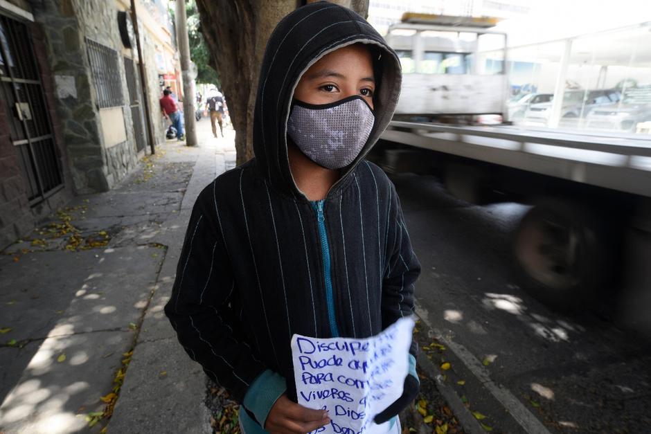 Esvin es un adolescente que ha tenido que ayudar a su familia en esta crisis. (Foto: Wilder López/Soy502)