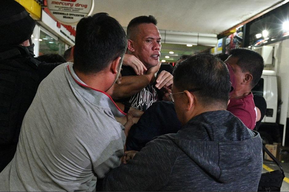 El hombre secuestró a varios trabajadores del comercial. (Foto: AFP)