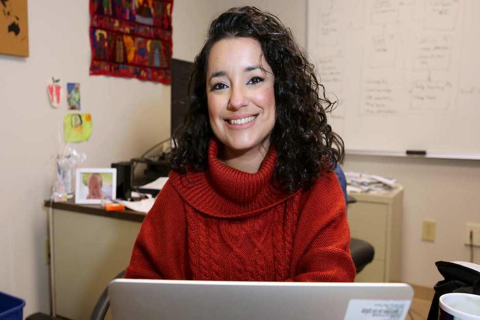 Ella lidera el Área de Servicio Temático de Cambio de Cobertura y Uso del Suelo para la Oficina de Coordinación Científica (Servir) de la NASA (Foto: Guatemaltecos Ilustres)