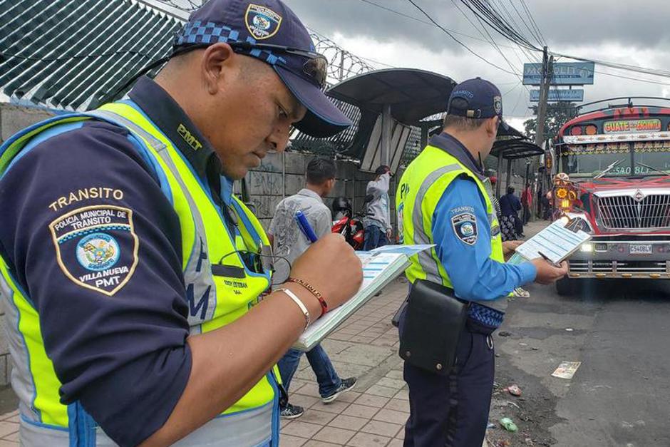Un incidente entre agentes de la PMT de Villa Nueva y pasajeros de un bus ocurrió durante la madrugada de este jueves (Foto: Archivo/Soy502)