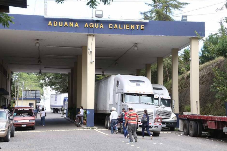 Ejército de Guatemala impide ingreso de personas de Honduras