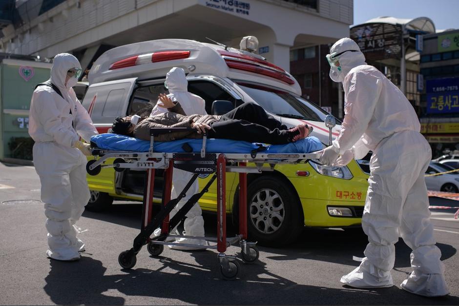 Los hospitales empiezan a padecer la falta de personal y el desborde de pacientes infectados con coronavirus. (Foto: AFP)